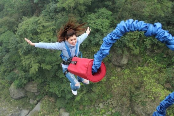 Bungee jumping risk